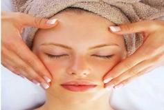 جوانسازی پوست با ماساژ صورت و چشم