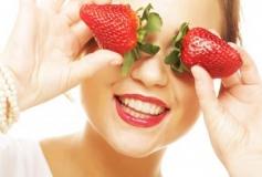 خواص جالب توت فرنگی برای پوست،جلوگیری از جوش تا کاهش چین و چروک