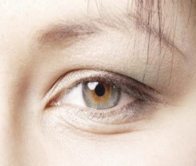 جلوگیری از چین و چروک پوست و دور چشم با درست خوابیدن